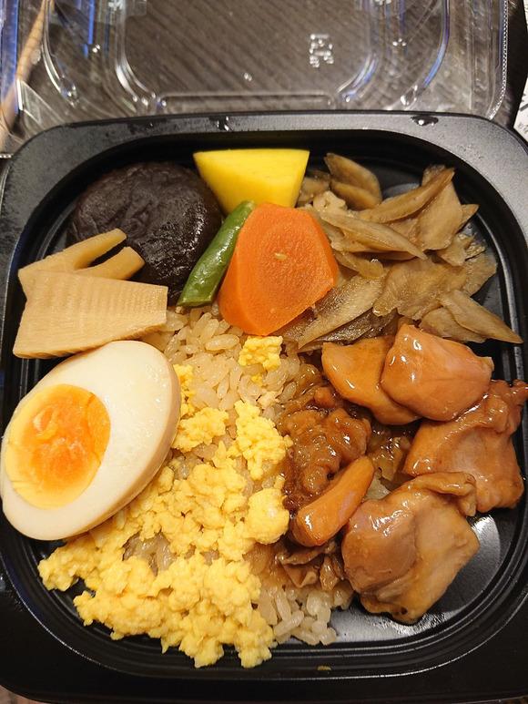 【悲報】セブンイレブンさん、縄文土器みたいな弁当を開発wwwwwww画像あり