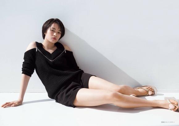【画像】広瀬すずちゃん、脚が美しいwwwwwwwwwww