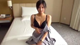 榎本美咲 アニメ声でアニメ乳。史上最もギャップのある人妻が乳首だけでイク絶頂!