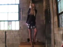 【美女オナニー】窒息オナニー好きビッチ吊るしたらガチで死んだw ※動画あり