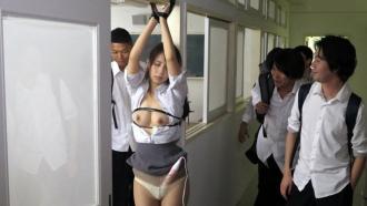 底辺のDQN校で不良たちを更生しようとした美人教師の末路…