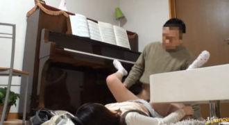 ピアノレッスンを受ける少女に欲情した先生が無慈悲な中出しレイプ!