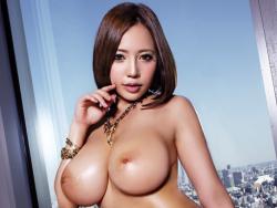 スレンダーで爆乳の美女が派手におっぱい揺らしながら凄いセックスを見せつける!
