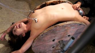 極悪拷問器具でメタメタに責められる月島ななこさんが絶叫悶絶!