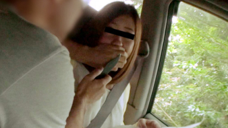 【無】山道で迷った女性に声を掛け車に連れ込み刃物で脅し中出しレイプする鬼畜男!