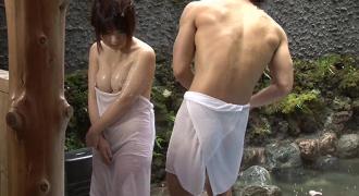 温泉で姉ちゃんと混浴に入ったら変な気分になっちゃった・・・。