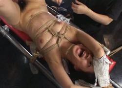 【無】「うぎゃあ゛あ゛ぁあ゛ぁう゛あ゛あ゛ぁあ゛!!」緊縛されて動けない女に電マをブチ込んだらぶっ壊れた!