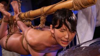 地下の施設に監禁された美人女子アナを待っていたのは研究と称した拷問だった!