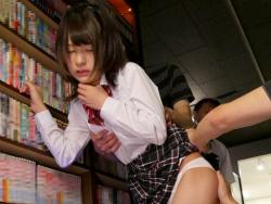 悪徳ネットカフェに監禁された少女『あべみかこ』を何度もイかせるまでSEX