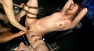 マンコもアナルもフィストで拡張され、アナルSEXで脱糞までしちゃう美少女