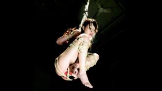 最初から最後まで吊るされたまま空中で調教される三原ほのかさん!