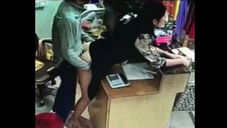 中国の人、どこでもハメ過ぎワロタwww 店番しながら、ハメるとかAVかよwww