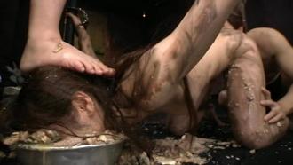 96時間マ○コとアナルをグチャグチャに犯され白目を剥いてゲロを吐いて小便を飲まされる女!