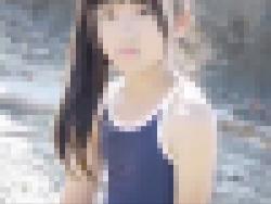 八重歯が可愛すぎる中○生ジュニアアイドル桜木ひなちゃんの極小水着イメージビデオ