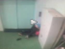 【※ガチのレイプ未遂動画が公開される※】同僚をレイプしようとする男の映像が監視カメラに・・・