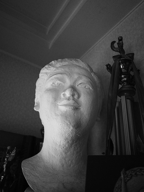 0915_faces_mono