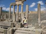 050ブラレジア 神殿に立つ