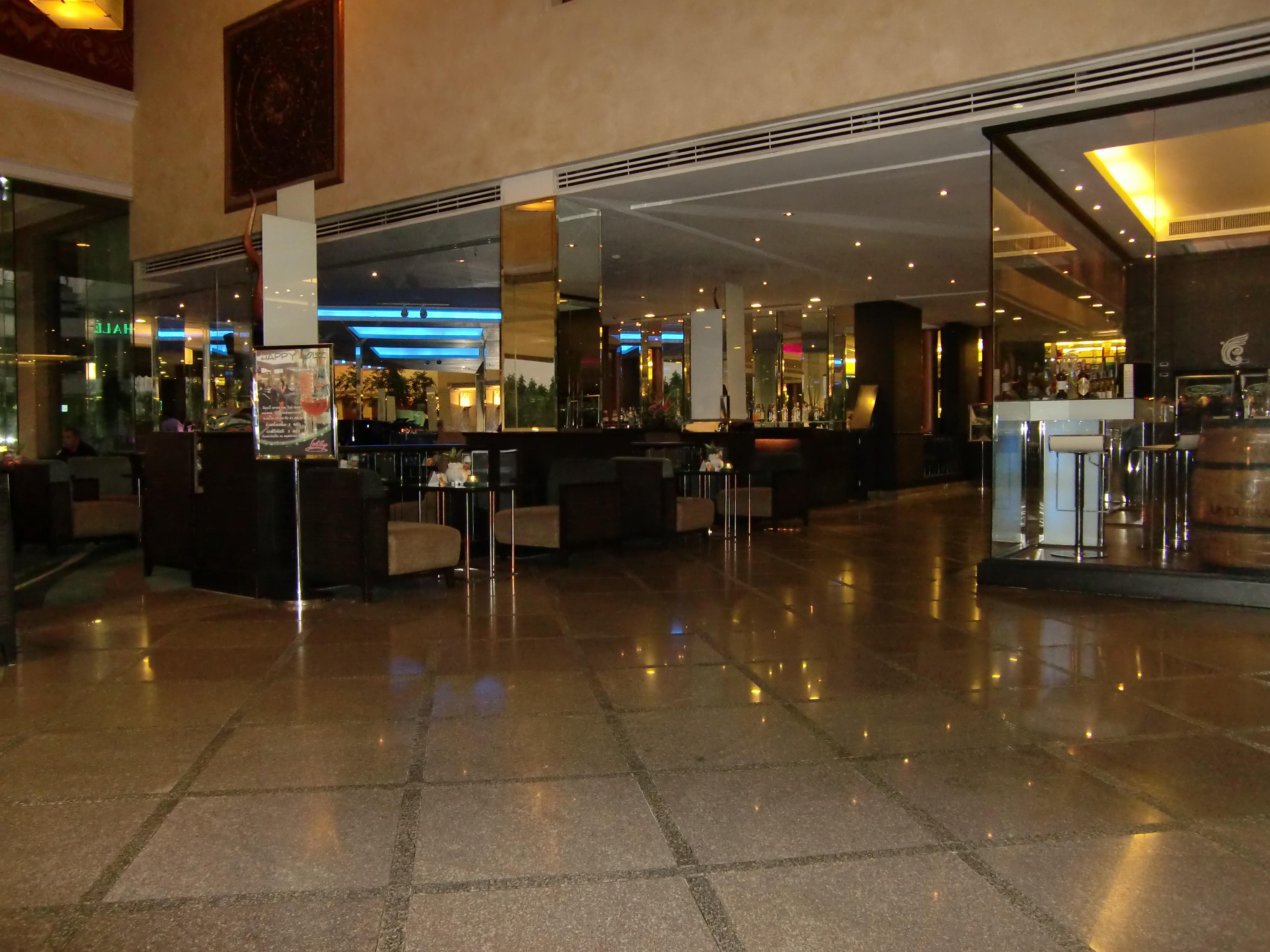 CIMG0054 hotel bar