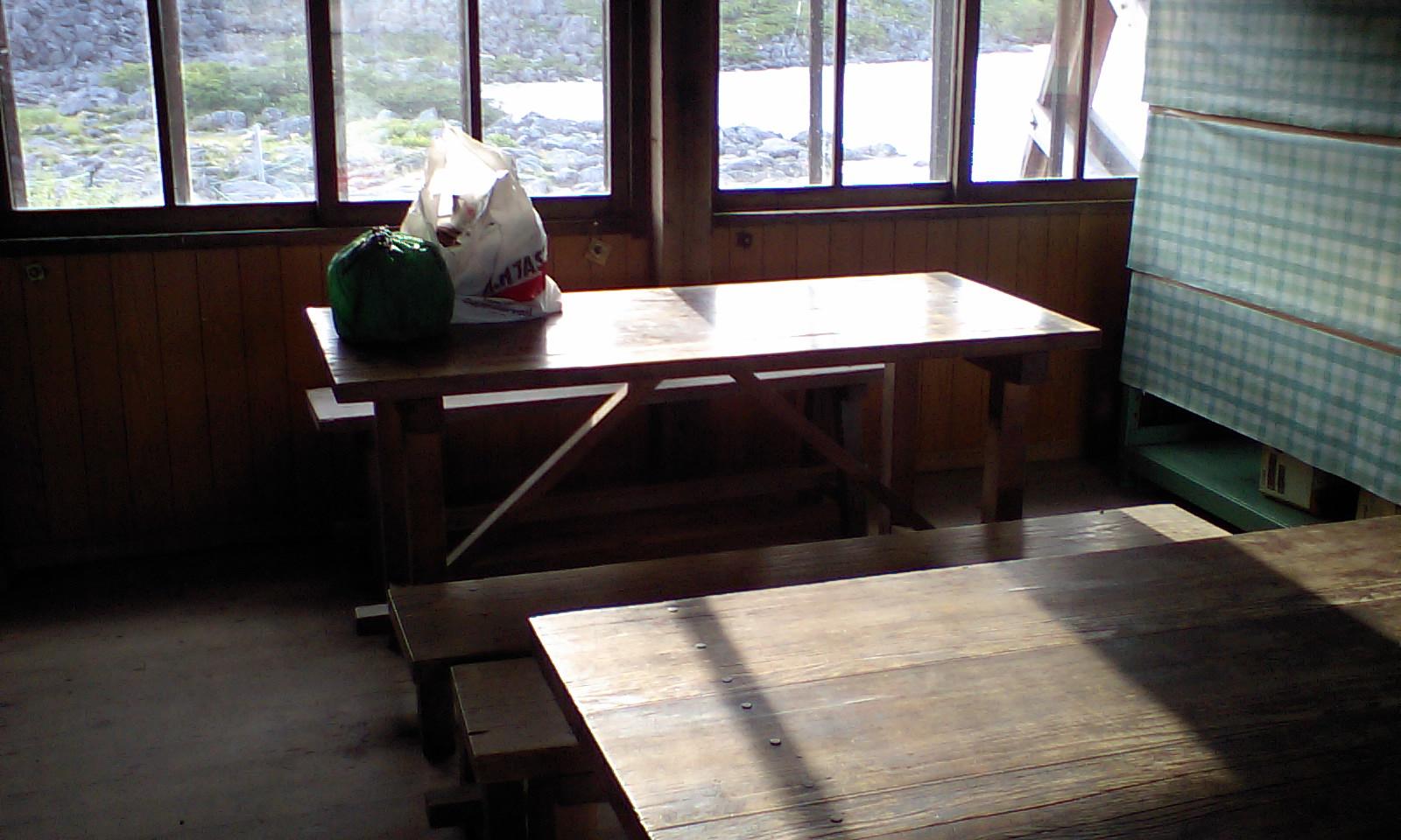 HI3A0023山小屋で炊事