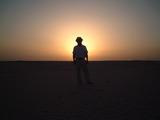 太陽を背に、黒いシルエット