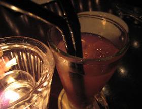 仕事のストレス、子育てなどさまざまな要因が30代女性を飲酒に走らせる
