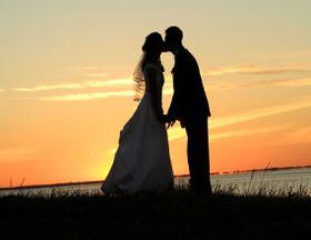 「完成婚」には現在の経済的安定と老後資金の心配という両面を持っている