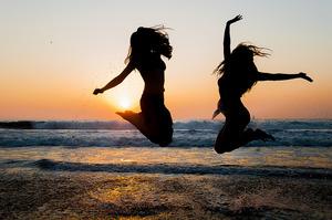 「自分を解放し、今を楽しむ」ほど恋愛もうまくいく夏!
