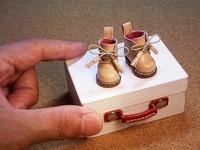ヌメ革ブーツとユーズド調ウッディートランク