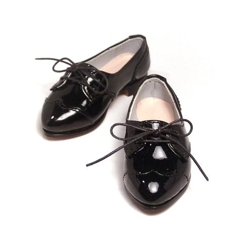 エナメルレザーのトンガリ頭のウィングチップのドール靴。ドルフィードリームR が履いた姿が超カワイイから早く見に来て!― DD 用 オーダー靴の着用写真をいただきました。