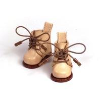 飴色に育つのもまた待ち遠しい、ヌメ革使いの レースアップ ブーツ。― マドレーヌちゃん の 靴 を作りました。(1/3)