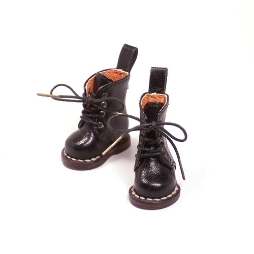 もしもマドレーヌちゃんが、『大草原の小さな家』に出演することが決まったら、どんな靴で登場するかを、目を閉じて想像しました。/></a>  <a href=