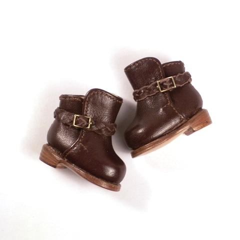元気カジュアルに変身!ジョッパーブーツの編み込みベルトの ヒ・ミ・ツ。― マドレーヌちゃん の 靴 を作りました。(2/3)