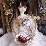 バニラのドレスとイチゴのサンダル