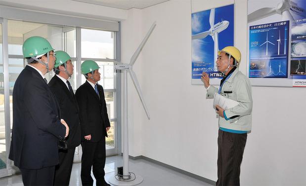 埠頭工場を視察する茨城県議会公明党議員団