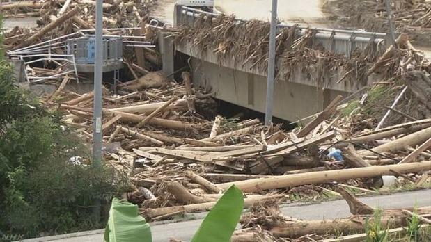 九州北部豪雨の流木被害<NHKのHPより>