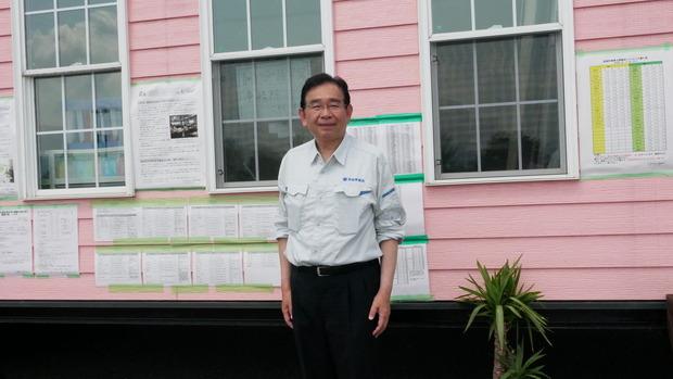 トレーラハウスによる福祉避難所を支援する井手県議