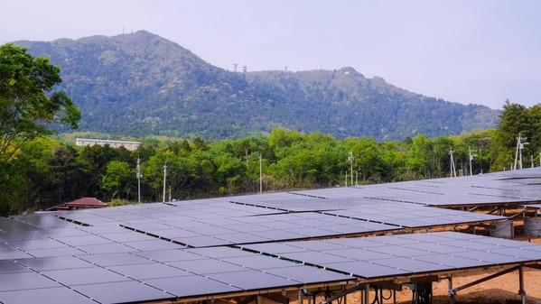 筑波山麓の大規模太陽光発電施設