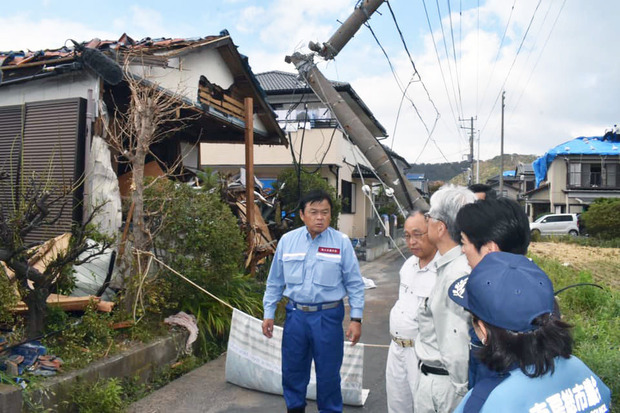 千葉県内の被害状況を調査する赤羽嘉一国交大臣