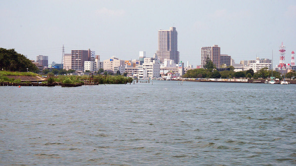 霞ヶ浦湖上からみた土浦市街