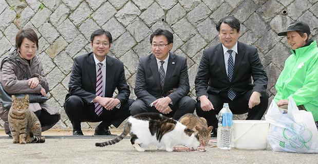 (左から)徳山敏子・�瀬勝也・大澤・菅野の各市議