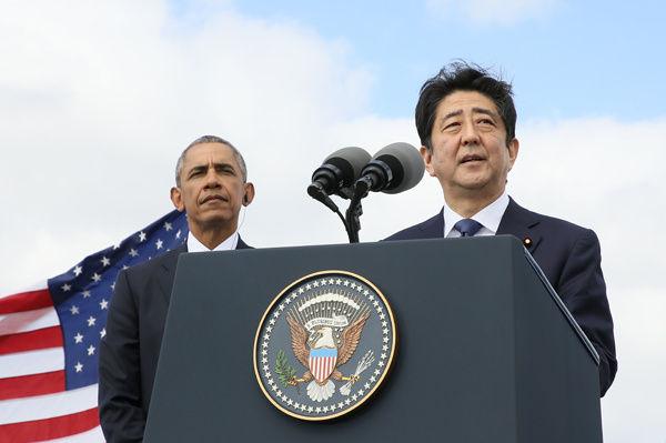 ステートメントを発表する安倍首相、オバマ大統領