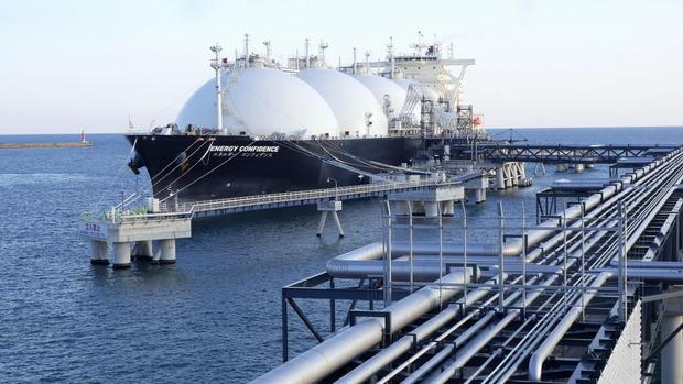 日立LNG基地に入港したタンカー