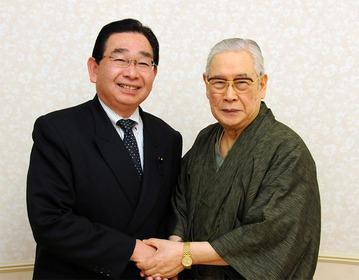 森田実さん(右)と井手よしひろ県議