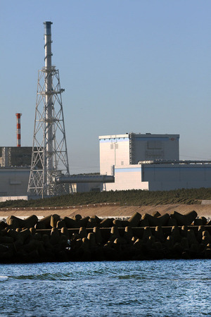 日立港から望んだ東海第2発電所