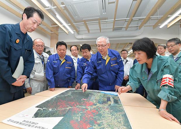 高橋道知事から被害状況を聞く井上幹事長