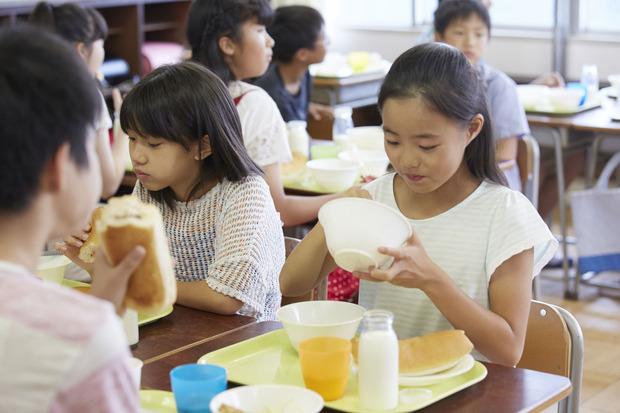 学校給食のイメージ