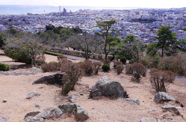 5億年前の岩石が露出する神峰公園
