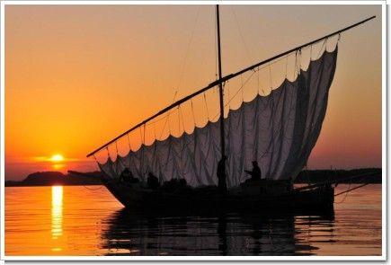 風を待つ帆引き船
