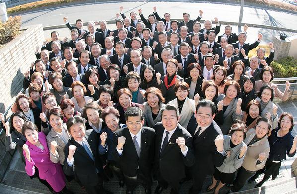 石井啓一県本部代表と公明党茨城県本部のメンバー