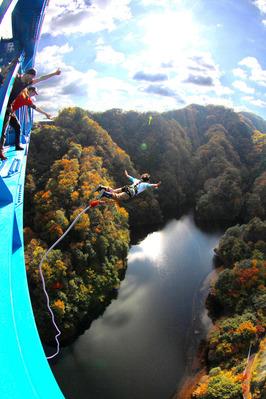 竜神大吊り橋のバンジージャンプ